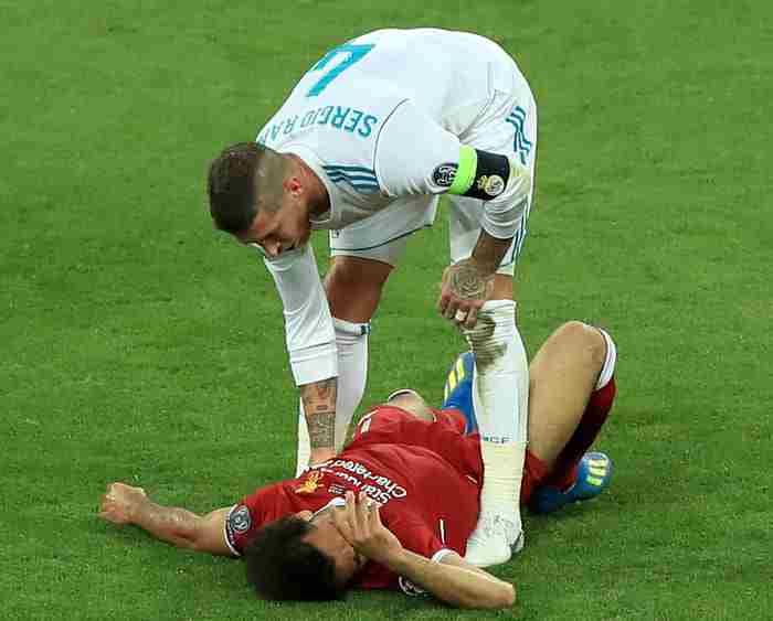 Sergio Ramos breaks Mo Salah's arm in UEFA Champions League Final - Znebs